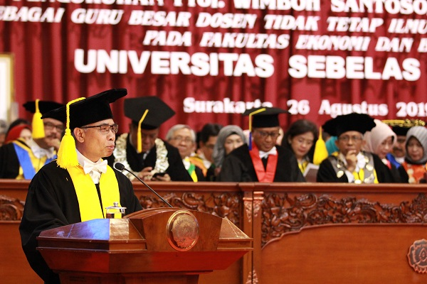 Pengukuhan Wimboh Santoso sebagai Guru Besar ilmu Manajemen Risiko UNS Surakarta - JIBI