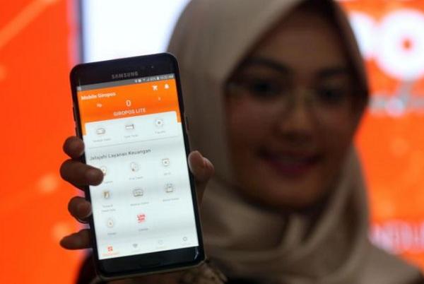 Aplikasi platform digital Pos Giro Mobile milik PT Pos Indonesia (Persero) - Bisnis