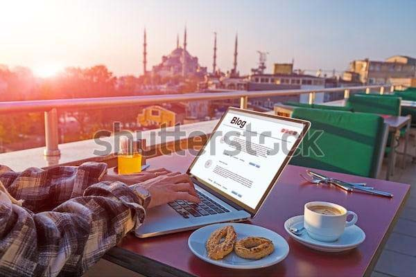 Travel blogger jadi profesi yang menyenangkan dan memberi banyak kesempatan untuk mengeksplorasi seluruh penjuru dunia.