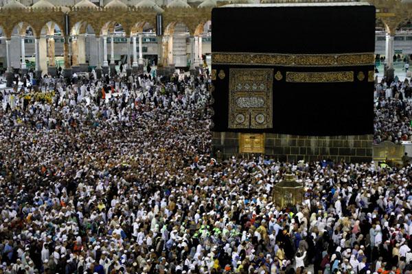 Jemaah haji 2019 berada di Masjidil Haram, Makkah. - Reuters/Umit Bektas