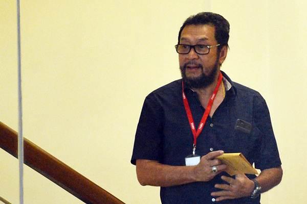 Politisi Partai Golkar Yorrys Raweyai bersiap menjalani pemeriksaan di gedung KPK, Jakarta, Selasa (31/10). - ANTARA/Wahyu Putro A