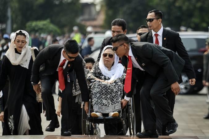 Istri Presiden Ke-4 KH Abdurrahman Wahid (Gus Dur) Sinta Nuriyah Wahid (tengah). - ANTARA/Nova Wahyudi