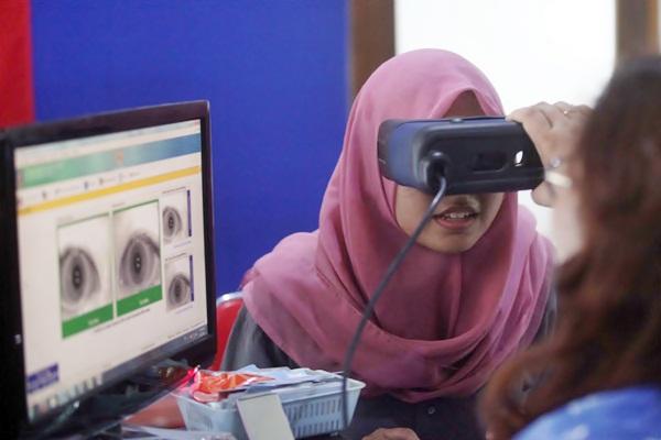 Warga mengikuti perekaman data untuk pembuatan e-KTP. - JIBI/Nicolous Irawan