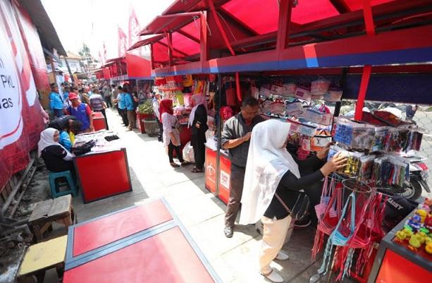 Penataan PKL Cicadas - Bisnis/Dea Andriyawan
