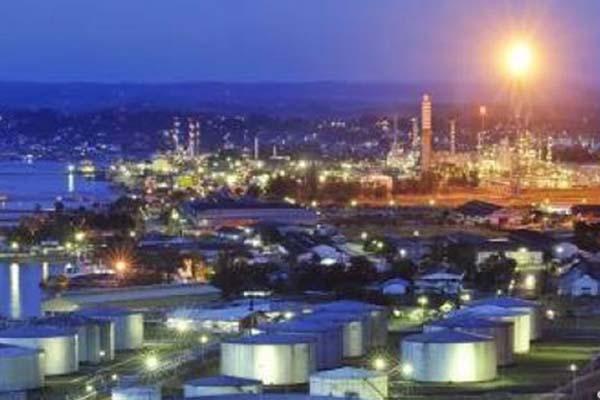 Kilang pengolahan minyak di Kota Balikpapan, Kalimantan Timur. - Antara
