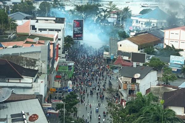 Suasana aksi unjuk rasa di Jayapura, Papua, Kamis (29/8/2019). - Antara/Dian Kandipi