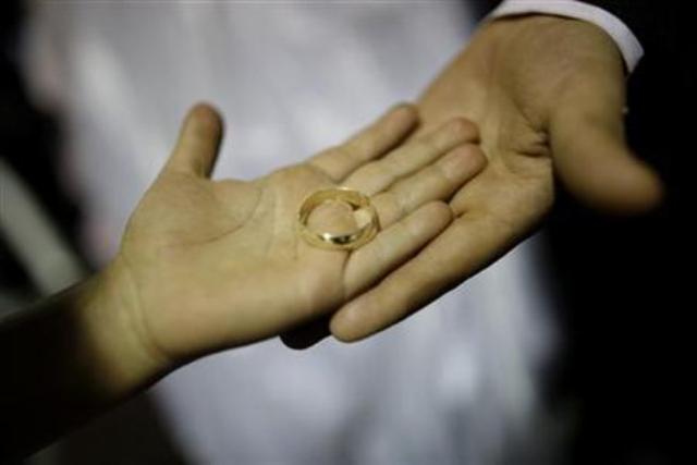 Ilustrasi pernikahan - Reuters