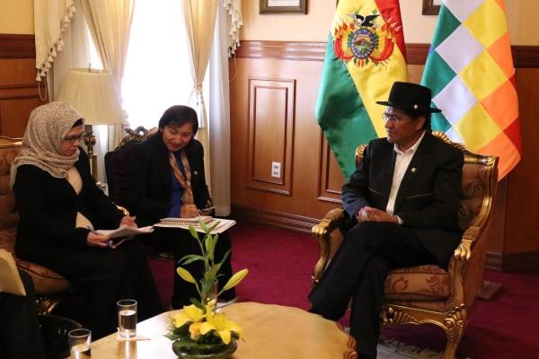 Duta Besar RI Lima, Marina Estella Anwar Beybersama Menteri Luar Negeri Bolivia Diego Pary Rodriguez dalam pertemuan di La Paz, Bolivia, Senin (26/8/2019) - Kemenlu RI