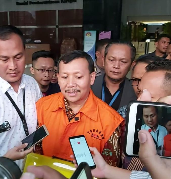 Tersangka suap Meikarta Iwa Karniwa resmi ditahan KPK - Bisnis/Ilham Budiman