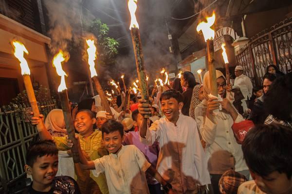 Ilustrasi-Sejumlah warga mengikuti pawai obor di kawasan Cikini, Jakarta, Rabu (20/9). Pawai tersebut dalam rangka menyambut Tahun Baru Islam 1 Muharram 1439 Hijriah. - ANTARA/Makna Zaezar