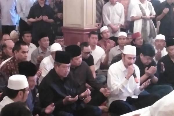 Susilo Bambang Yudhoyono (SBY) melawat almarhum mantan M - Bisnis.com/Regi Yanuar Widhia Dinnata