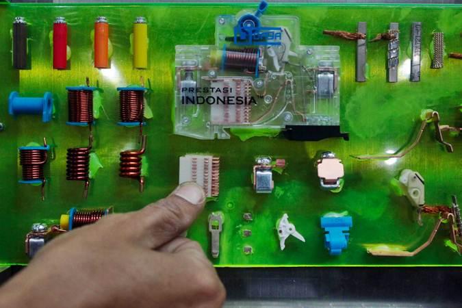 Pengunjung mengamati peralatan yang dipajang pada pameran Expo Boiler 2019 di Jakarta, Kamis (11/7/2019). - Bisnis/Abdullah Azzam