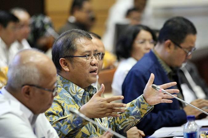 Menteri Komunikasi dan Informatika Rudiantara memberikan penjelasan pada rapat kerja dengan Komisi I DPR, di Jakarta, Senin (22/7/2019). - Bisnis/Dedi Gunawan