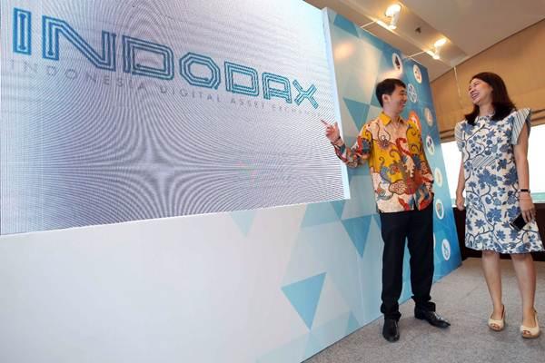 CEO INDODAX Oscar Darmawan (kiri) berbincang dengan COO INDODAX Erdita Purnamasari di sela-sela peluncuran wajah baru Bitcoin Indonesia menjadi INDODAX (Indonesia Digital Asset Exchange) di Jakarta, Rabu (14/3). - JIBI/Abdullah Azzam