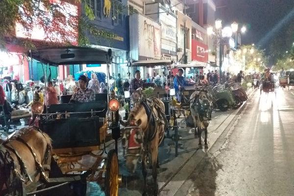 Sejumlah kusir andong menunggu penumpang di pinggir Jalan Malioboro, Jogja. - Harian jogja/Rofik Syarif G.P