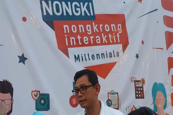 Pemimpin BNI Wilayah Palembang, Dodi Widjajanto (kedua kanan) memberikan pemaparan saat acara Nongkrong Interaktif bersama millennial di Kota Palembang - Bisnis/Dinda Wulandari