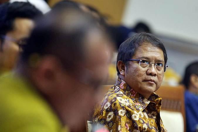 Menteri Komunikasi dan Informatika (Menkominfo) Rudiantara mengikuti rapat kerja dengan Komisi I DPR RI di kompleks parlemen, Senayan, Jakarta, Selasa (18/6/2019). - Bisnis/Nurul Hidayat