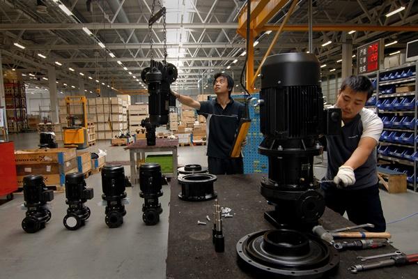 Suasana pabrik Grundfos - Grundfos.com