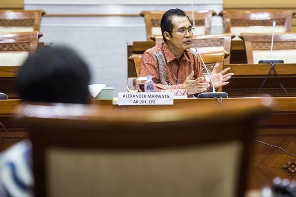 Ilustrasi-Calon pimpinan (capim) KPK Alexander Marwata menyampaikan pendapat saat uji kelayakan dan kepatutan capim KPK di Komisi III DPR, Kompleks Parlemen, Jakarta, Senin (14/12/2015). - Antara