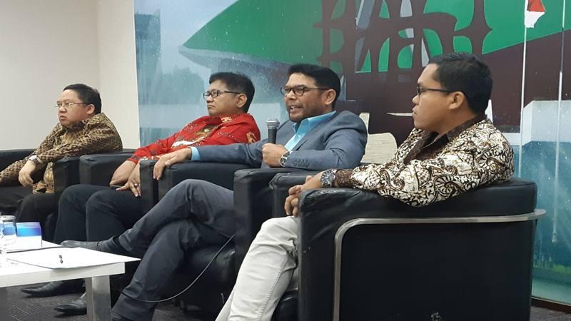 Diskusi bertajuk Periode Kedua Jokowi, Masihkan Larangan Aturan Rangkap Jabatan Diberlakukan? bersama Anggota DPR Saifullah Tamliha (kiri), Viva Yoga Mauladi (kiri tengah), Nasir Djamil (kanan tengah) dan Direktur Eksekutif Voxpol Research and Consulting Indonesia, Pangi Syarwi Chaniago (kanan), Kamis (8/8/2019). JIBI/Bisnis - John Andi Oktaveri