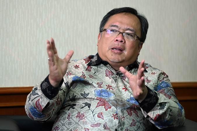 Menteri PPN/Kepala Badan Perencanaan Pembangunan Nasional Bambang Brodjonegoro menjawab pertanyaan saat wawancara tentang rencana pemindahan lokasi ibu kota, di Kantor Kementerian PPN, Jakarta, Selasa (30/7/2019). - ANTARA/Wahyu Putro A