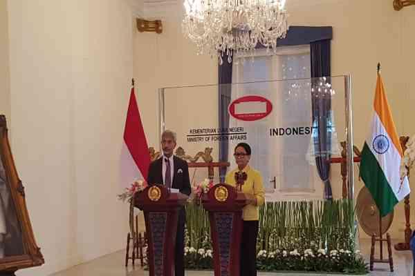 Menteri Urusan Luar Negeri India S Jaishankar dan Menteri Luar Negeri RI Retno Marsudi menggelar konferensi pers bersama   di kantor Kementerian Luar Negeri, Jakarta, Kamis (5/9/2019) - Denis Riantiza M
