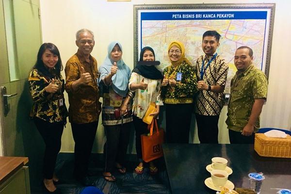 Korban skimming bertemu Kepala Cabang PT Bank Rakyat Indonesia (Persero) Tbk. Pekayon, Kamis (5/9/2019) - Istimewa