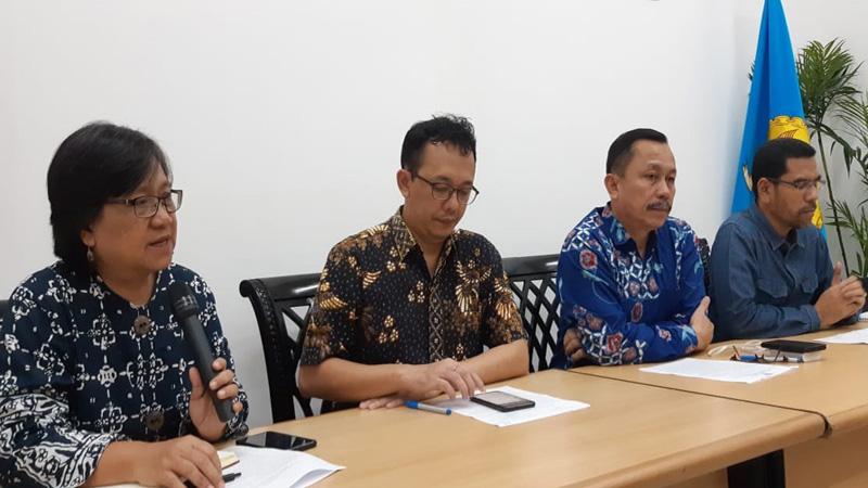 Dari kiri ke kanan Sandrayati Moniaga (Wakil Ketua Komnas HAM), Beka Ulung Hapsara (Komosioner Komnas HAM), Ahmad Taufan Damanik (Ketua Komnas HAM), dan Amirrudin Al Rahab (Komisioner Komnas HAM) - Bisnis/Iim Fathimah Timorria