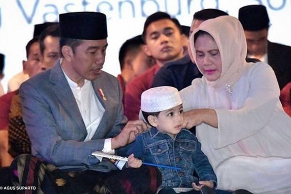 Presiden Joko Widodo atau Jokowi bersama Ibu Negara Iriana Jokowi yang mengajak sang cucu Jan Ethes. - Instagram@jokowi