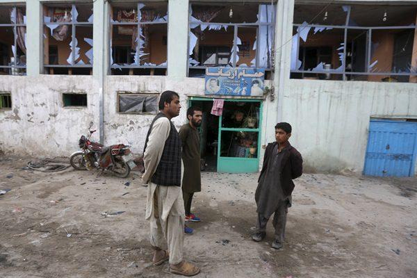 Ilustrasi-Dampak serangan bom bunuh diri di Kabul, Afghanistan - Reuters