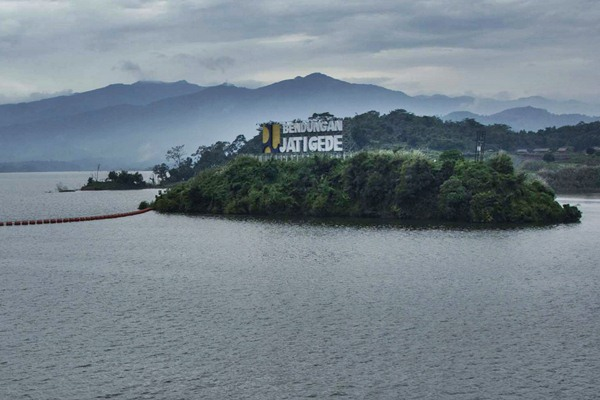 Suasana Waduk Jatigede di Sumedang, Jawa Barat, Kamis (6/4). - Antara/Aprillio Akbar
