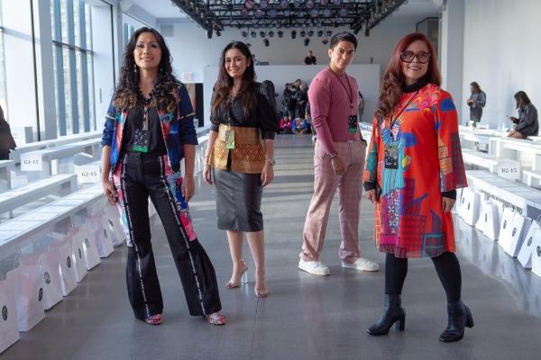 4 Desainer Indonesia Tampil Di New York Fashion Week Hari Ini Lifestyle Bisnis Com