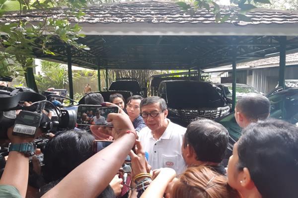 Menkumham Yasonna Laoly datang ke rumah Megawati Soekarnoputri di Kebagusan Pasarminggu, Rabu (17/4/2019). JIBI/Bisnis - Lalu Rahadian