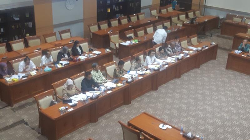 Panitia Seleksi Calon Pimpinan Komisi Pemberantasan Korupsi (barisan pertama) menghadiri rapat dengar pendapat dengan Komisi III Dewan Perwakilan Rakyat di Kompleks Parlemen, Jakarta, Senin (9/9/2019). JIBI/Bisnis - Jafry Prabu Prakoso