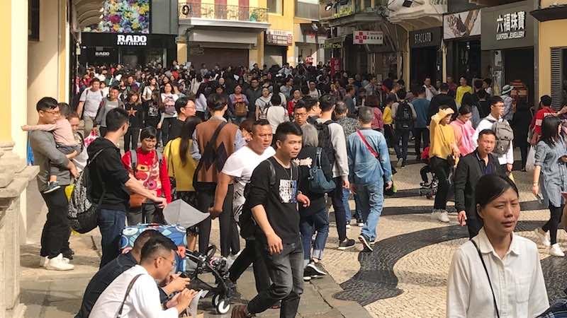 Aktivitas turis di sebuah tempat wisata di Makao - Arif Budisusilo