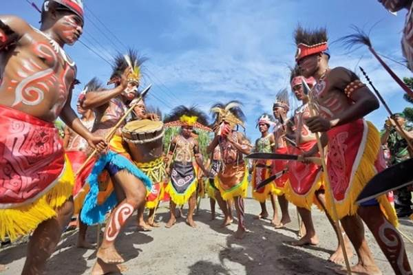 Tarian Yosim Pancar Papua. - Papuaexpo
