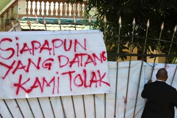 Suasan di pintu gerbang Asrama Mahasiswa Papua di Jalan Kalasan 10 Surabaya, Jawa Timur, Rabu (21/8/2019). - ANTARA/Didik Suhartono