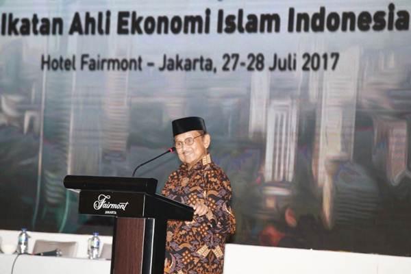 B. J. Habibie saat memberikan sambutan pada acara Silaturahmi Kerja Nasional (Silaknas) di Jakarta, Kamis (27/7/2017). Habibie berbicara sebagai Ketua Dewan Penasihat Ikatan Ahli Ekonomi Islam (IAEI). - JIBI/Abdullah Azzam