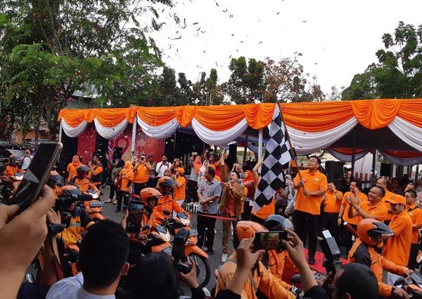 Direktur Komersial PT Pos Indonesia (Persero) Charles Sitorus saat melepas perdana layanan Q9, same day service, di Kantor Pos Fatmawati Jakarta Selatan, Senin (9 - 9 / 2019)