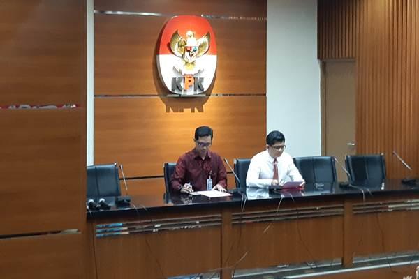 Wakil Ketua KPK Laode M. Syarif (kanan) dalam konferensi pers - Bisnis/Ilham Budiman