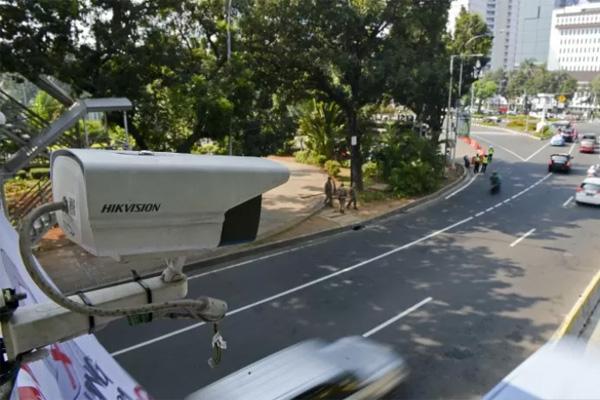 Kamera CCTV (closed circiut television) pemantau pelanggaran lalu lintas terpasang di kawasan Jalan Medan Merdeka Barat, Jakarta. Foto diambil oleh Antara pada hari Senin 1 Juli 2019. - Antara/Nova Wahyudi