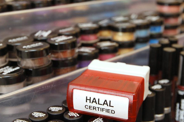 Ilustrasi produk halal - Reuters/Darren Staples