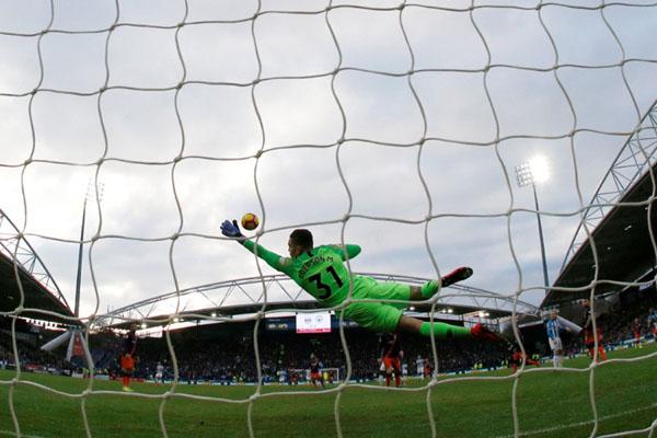 Penjaga gawang Manchester City Ederson Moraes - Reuters/Phil Noble