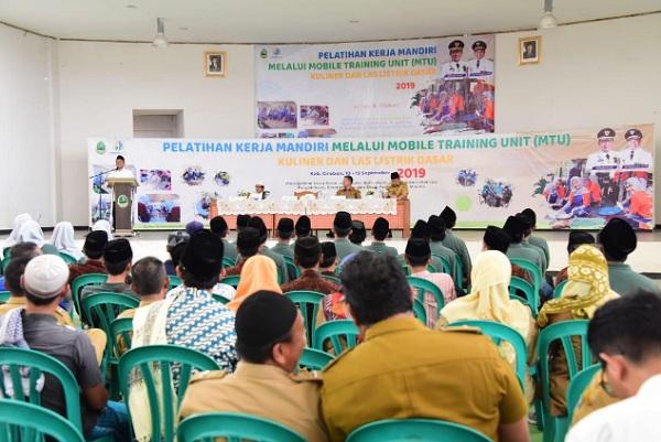 Pelatihan kerja mandiri melalui MTU yang digagas Disnakertrans Jabar - Bisnis/Wisnu Wage