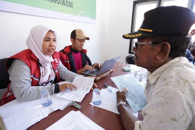 PT Pertamina Hulu Energi (PHE) melalui anak usahanya, PT PHE Offshore North West Java (ONWJ) mulai mencairkan dana kompensasi untuk warga yang terdampak tumpahan minyak sumur YYA-1. - Istimewa