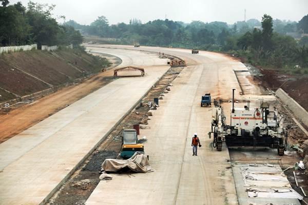 Ilustrasi : Pekerja beraktivitas di proyek pembangunan jalan tol Kunciran-Serpong jaringan dari tol Jakarta Outer Ring Road 2 (JORR 2) di Tangerang Selatan, Banten, Rabu (19/9/2018). - JIBI/Felix Jody Kinarwan