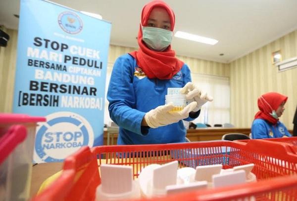 Tes urine Aparatur Sipil Negara (ASN) - Bisnis/Dea Andriyawan