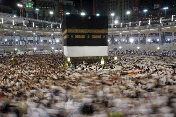 Pelaksanaan tawaf sebagai bagian dari ibadah haji. - Reuters/Ahmad Masood