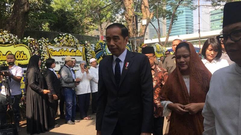Presiden RI Joko Widodo dan Ibu Negara Iriana Jokowi melayat almarhum Presiden Indonesia ke-3 BJ Habibie di kawasan Patra Kuningan Jakarta Selatan, Kamis (12/9/2019). JIBI/Bisnis - Ria Theresia Situmorang