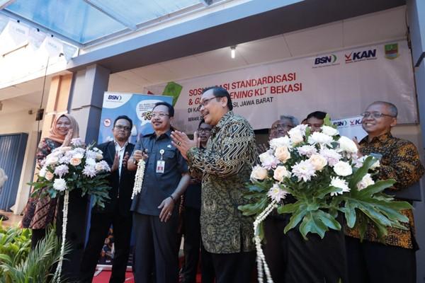 Kepala Badan Standardisasi Nasional Bambang Prasetya (keempat dari kiri) saat peresmian Kantor Layanan Teknis BSN di Bekasi pada Selasa (26/2/2019). - BSN